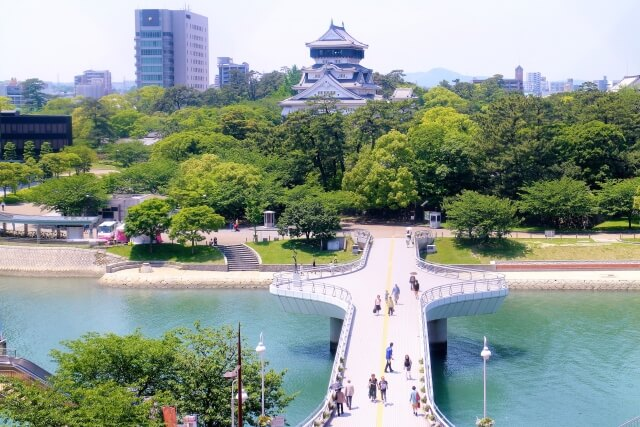 小倉城と柴川