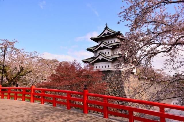 桜と橋と弘前城